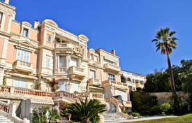 1 bedroom apartments for sale in Cannes. Luxury apartment with a terrace and a sea view in a prestigious residence with a park and a concierge, Cannes