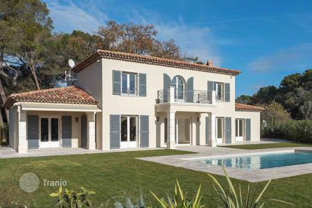 Luxury 5 bedroom houses for sale in Mougins. Mougins - Luxurious gated domain