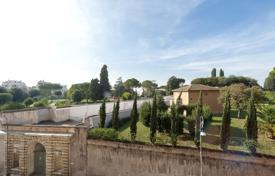 Elegant and spacious apartment a short distance from the historic park of Villa Borghese for 1,890,000 €
