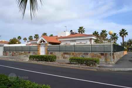 3 bedroom houses for sale in Canary Islands. Lovely Chalet in Maspalomas