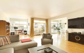 Luxury 3 bedroom apartments for sale in Ile-de-France. Paris 7th District – A 150 m² apartment in a prime location
