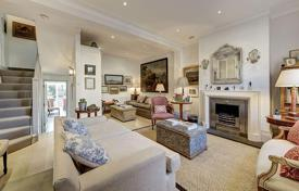 Property for sale in London. Spacious house with a terrace and a garden in London, UK