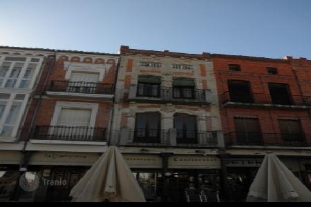 Cheap residential for sale in Castille and Leon. Apartment – Medina del Campo, Castille and Leon, Spain