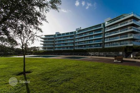 4 bedroom apartments for sale in Cascais. The apartment is in a modern condominium near the beach in Cascais, Portugal