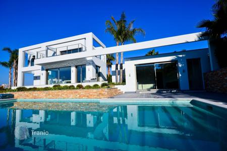 4 bedroom houses for sale in Côte d'Azur (French Riviera). Modern villa with pool in Cannes Croix des Gardes in Cannes