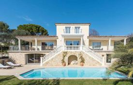 Houses with pools for sale in Valbonne. Valbonne — Charming Florentine villa