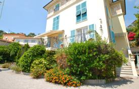 In the heart of Beaulieu, 2 room renovated apartment with terrace for 260,000 €