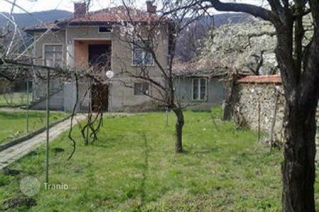 Cheap houses for sale in Sofia region. Townhome – Ihtiman, Sofia region, Bulgaria