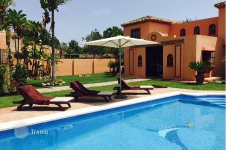 Luxury houses with pools for sale in San Pedro Alcántara. Villa for sale in Guadalmina Baja, San Pedro de Alcantara