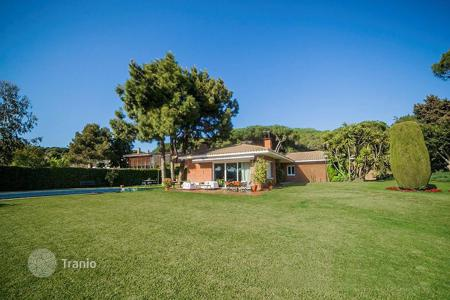 Houses with pools for sale in Costa del Maresme. Mediterranean house in LLavaneres