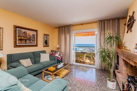 Coastal apartments for sale in Costa del Maresme. Comfortable apartment with a spacious terrace overlooking the sea, near the beach, Sant Andreu de Llavaneres, Barcelona, Spain