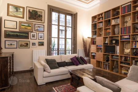 Apartments for sale in Ciutat Vella. Elite 3-bedroom apartment in a historic building in the Gothic Quarter, Barcelona