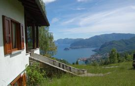 Houses for sale in Lombardy. Charming villa panoramic views of Lake Como