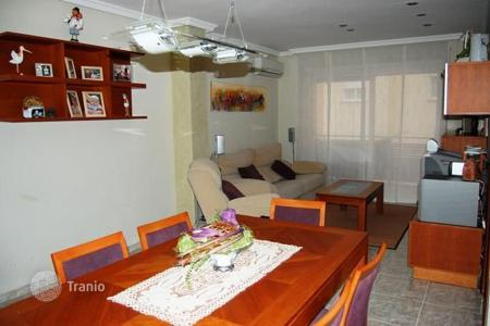 Cheap 3 bedroom apartments for sale in Lloret de Mar. Flat in Lloret de Mar