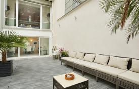 Luxury houses for sale in Paris. Multilevel mansion with a spacious terrace and garden in Paris 16th District
