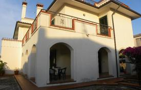 Property for sale in Calabria. A cozy villa on the seashore with a private garden