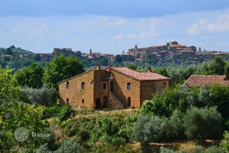 Houses for sale in Sinalunga. Villa in Siena, Italy