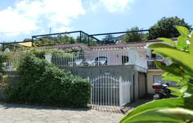 Coastal houses for sale in Campania. SORRENTO In stately park just built as part of the h[…]