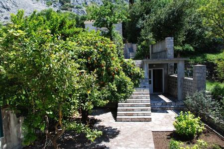 Coastal property for sale in Ljuta. Villa – Ljuta, Kotor, Montenegro