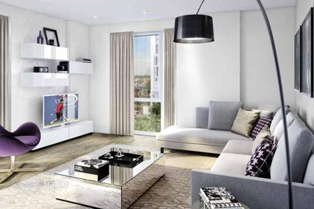 Apartments for sale in the United Kingdom. Modern apartments in a residence with a parking, near the historic center of London, Great Britain