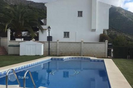 4 bedroom houses for sale in Andalusia. A lovely detached house situated in a quiet area close to Mijas Pueblo