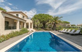 Houses with pools for sale in Ramatyuel. Ramatuelle — Pretty villa near club 55