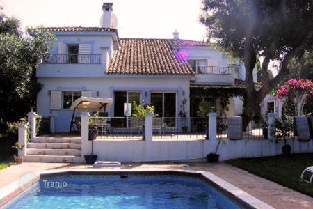 4 bedroom houses for sale in Buron. A ZONE — Villa near the beach in Lower Sotogrande
