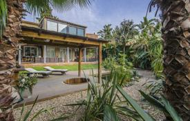 Luxury houses for sale in Southern Europe. Two-storey villa with a tropical garden and a patio with a pond in the district of Gracia, Barcelona