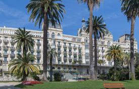 Apartments with pools for sale in France. Refined seaview apartment with an independent studio-apartment in a royal palace of the 18th century with a park and a pool, Nice, France