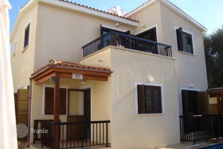 Houses with pools for sale in Emba. Three Bedroom Detached House