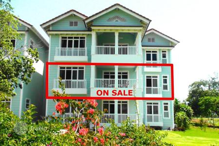 Coastal apartments for sale in Puerto Plata. Apartment in a luxury gated community on the ocean shore, 145 m², 2 bd, 2 bth, living room, kitchen, dining room, terrace, 2 parking, beach