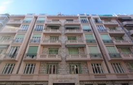 2 bedroom apartments by the sea for sale in Côte d'Azur (French Riviera). Rue Rossini, Art Deco, 3/4 room apartment to renovate