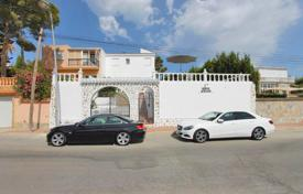 5 bedroom houses for sale in Costa Blanca. Villa with independent apartment, garden and swimming pool, in 3 km from the beach, in Torrevieja, Alicante, Spain