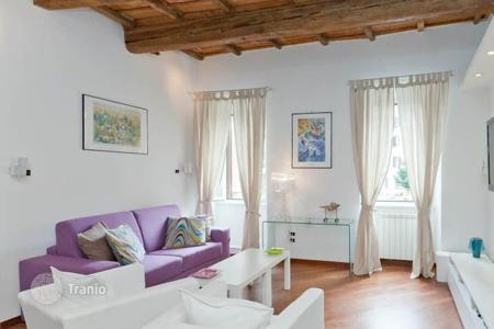 Property for sale in Lazio. Profitable apartment with three bedrooms and a tourist license in a beautiful area of Rome — Trastevere. Rental income of 5%