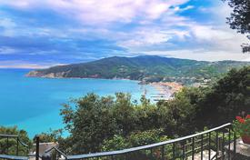 Residential to rent in Liguria. Villa del Golfo