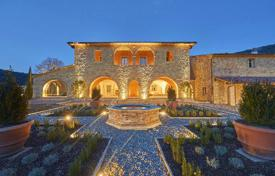 Houses with pools for sale in Panicale. Luxury property in Umbria