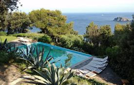 6 bedroom villas and houses to rent in Cala Piccola. Unique resort villa in Tuscany