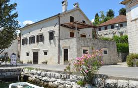 5 bedroom houses for sale in Montenegro. Villa – Perast, Kotor, Montenegro