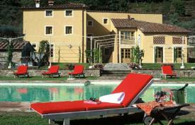 Houses with pools for sale in Italy. Country seat – Lucca, Tuscany, Italy