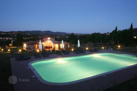 4 bedroom houses by the sea for sale in Tuscany. Villa – Florence, Tuscany, Italy
