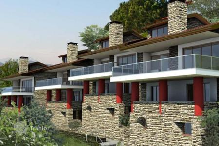 Houses for sale in Lake Como. Prestigious villas with view over Lake Como