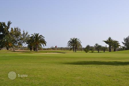 Houses for sale in Gran Canaria. Exclusive Villa by the Golf Course
