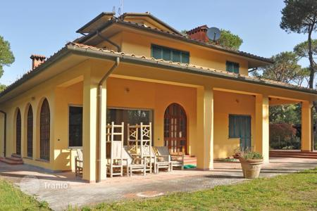 Coastal residential for sale in Marina di Massa. Villa – Marina di Massa, Tuscany, Italy