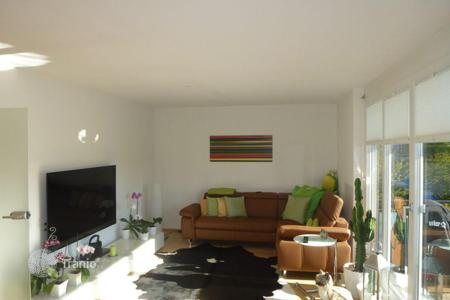Property for sale in Bavaria. Two-level apartment with 2 balconies in a suburb of Munich — Neuried
