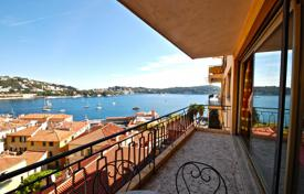 Cheap residential for sale in Côte d'Azur (French Riviera). Apartment with a terrace and a sea view, in a residential complex with a lift, Villefranche-sur-Mer, France. High rental potential!
