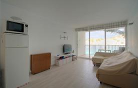 Residential for sale in Santa Ponsa. Two-bedroom apartment on the first line of the sea in Mallorca, Santa Ponsa