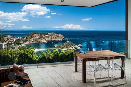 Apartments with pools to rent in Europe. Apartment - Taormina, Sicily, Italy