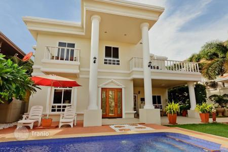 Villas and houses to rent in Chonburi. Two-storey villa in Pattaya, Thailand. Swimming pool, hot tub, quiet district, 400 meters from the beach