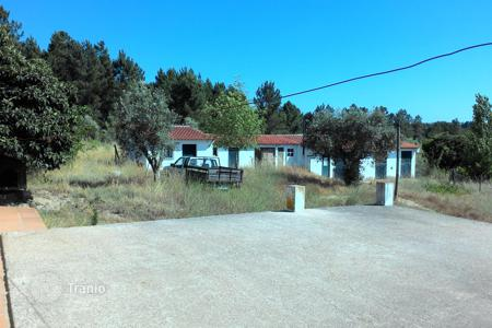 Foreclosed houses with pools for sale in Santarem. House with plot in Abrantes, Portugal