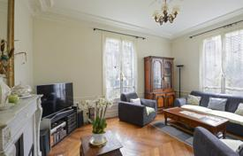 Neuilly-sur-Seine. A charming property with a garden. for 3,200,000 €